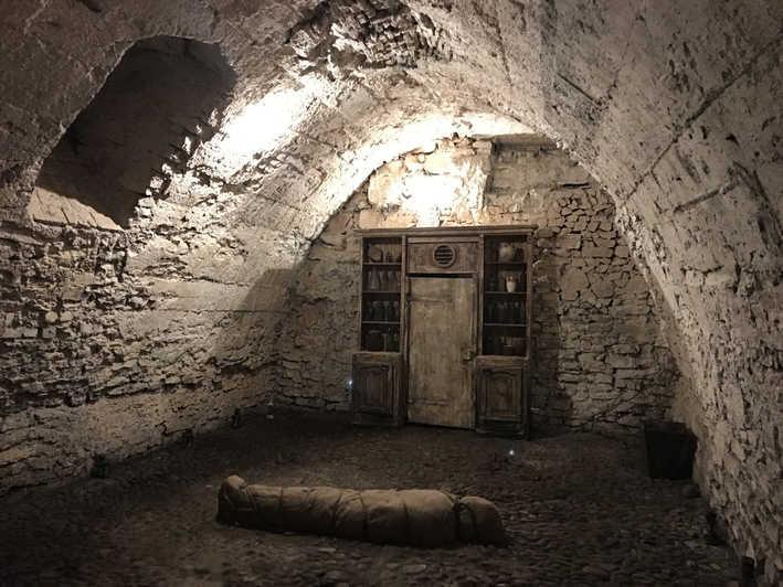 L'Affare della collana e Cagliostro nell'ambito delle società segrete. Nell'immagine una mummia in una stanza segreta nella città antica di Praga