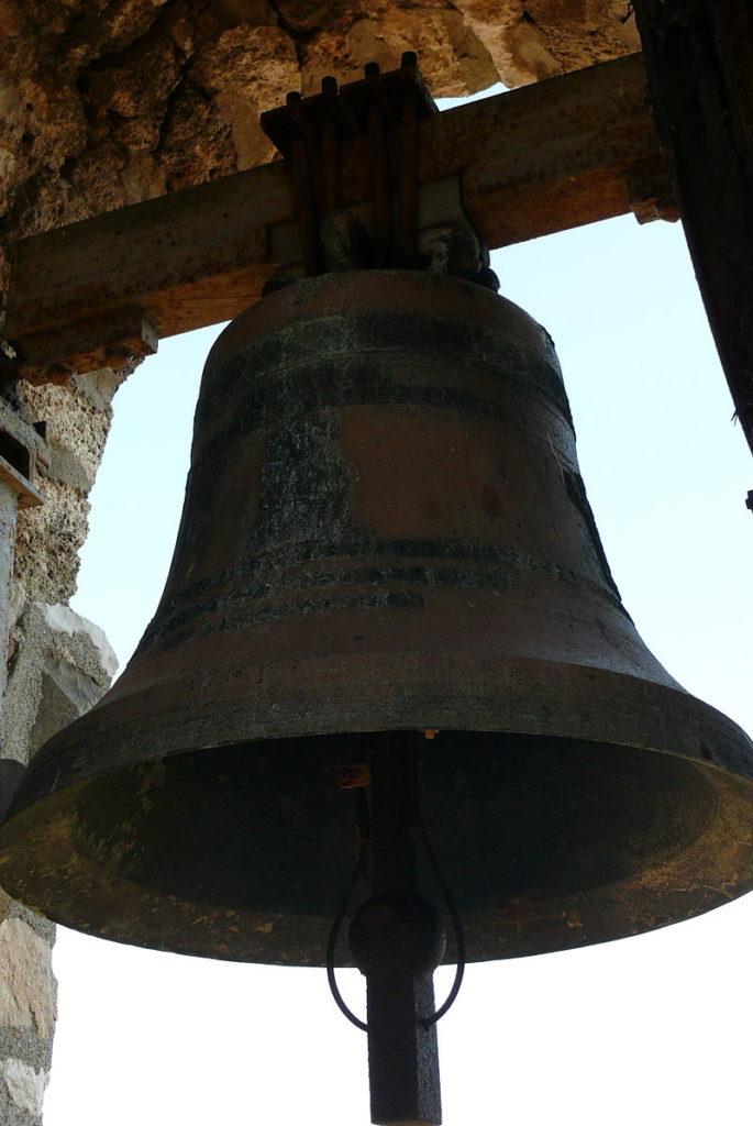 immagine di una campana, che simboleggia, in una dittatura, il richiamo delle gente a eseduire azioni ordinate
